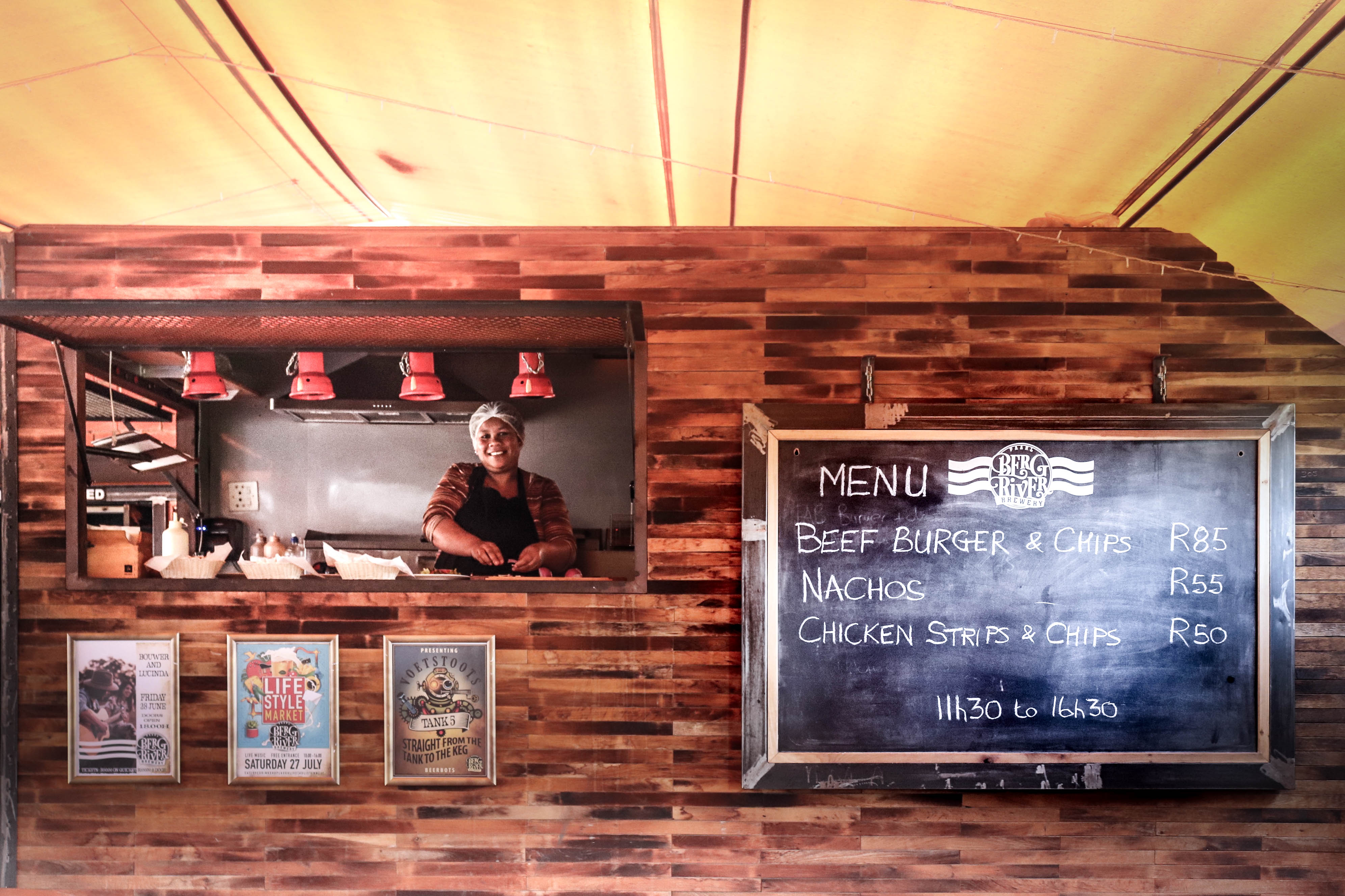 The Food Truck at Berg River Brewery in Paarl is cooking up a storm with friendly service, their ever-popular and delicious pizzas, scrumptious nachos, mouth-watering beefy burgers, delectable chicken strips. Open Tuesday - Saturday.